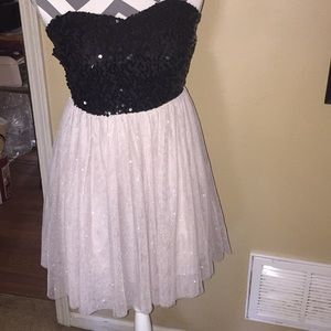 Beautiful size small dress. Bag #71